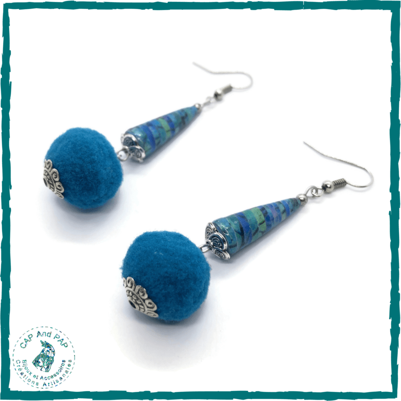 Boucles d'oreilles pompons bleus - Perle en papier artisanale