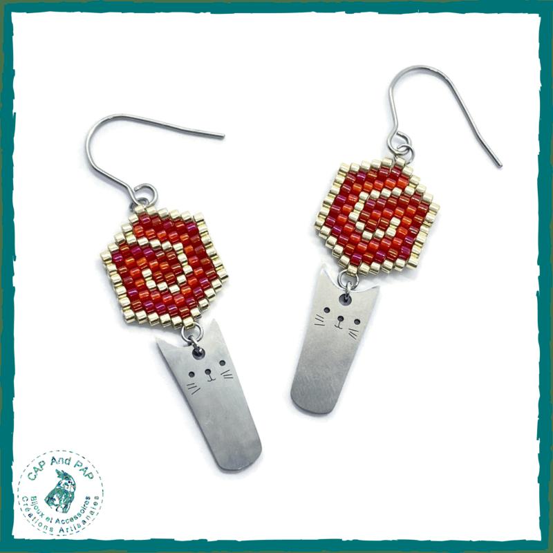 Boucles d'oreilles Chats Kawaii et Perles tissées - Rouges et argent