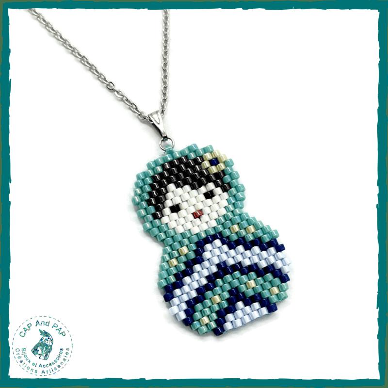 Pendentif Matriochka en perles tissées bleu