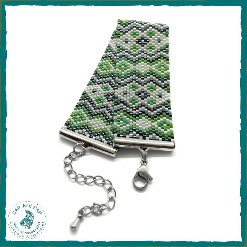 Bracelet manchette en perles tissées vert, noir et crème