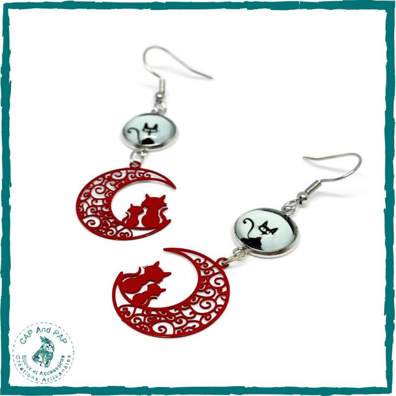 Boucles d'oreilles chats sur le lune rouges et noires